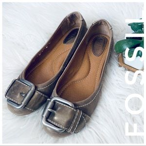 FOSSIL leather flats with big buckle
